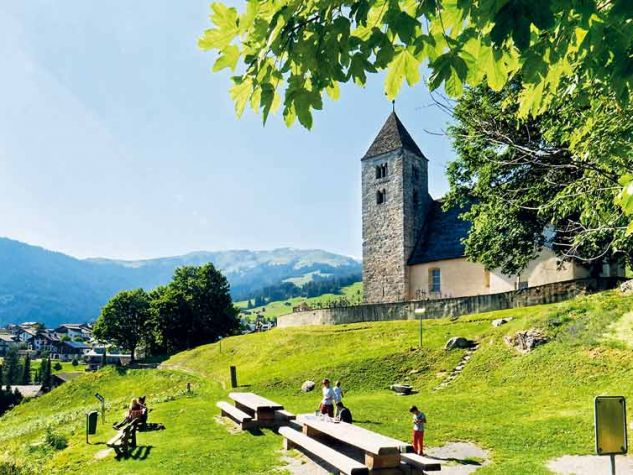 Remigiuskirche   zu Falera. Foto: Holger Uwe Schmitt / Wikipedia