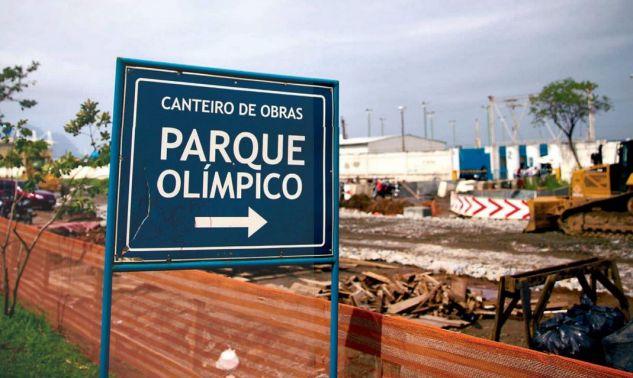 Ein Schild verweist auf die Baustelle des olympischen Parks in Rio. Ziemlich ruiniert ist der Ruf der Spiele kurz vor deren Beginn. picture alliance / dpa