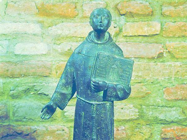 In Camposampiero, wo Antonius sich nach der anstrengenden Predigtreihe der Fastenzeit 1231 aufhielt und Erholung suchte, ist diese moderne Skulptur von Carlo Mandelli (1981) zu finden. Foto: Giorgio Deganello, Archiv MSA