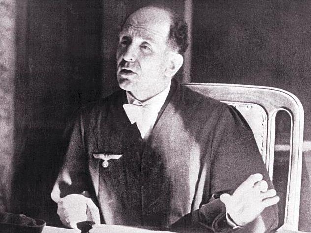 Roland Freisler, Präsident des Volksgerichtshofs, während des Prozesses gegen die Verschwörer vom 20. Juli 1944. Foto: dpa