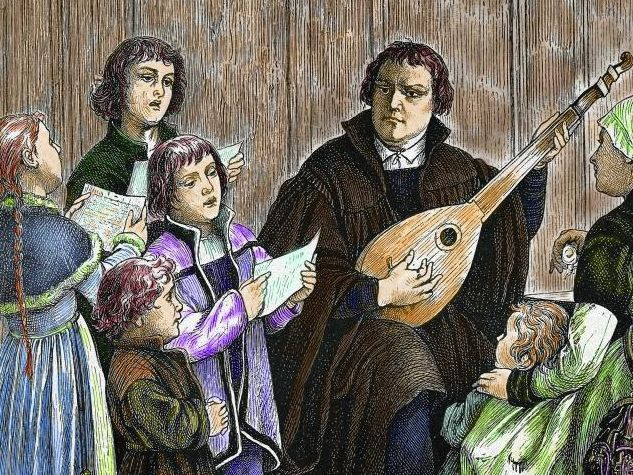 Im Haus der Familie Cotta in Eisenach wird Martin Luther während seiner Schulzeit von 1498 bis 1501 aufgenommen und gefördert. Einige Biografen meinen, er sei dort als Kurrendesänger untergekommen. Unsere Illustration zeigt ihn als Lautespieler. pa