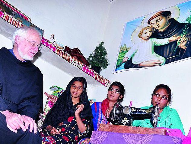 Der heilige Antonius hat es bis nach Pakistan geschafft. Helfen Sie durch Ihre Spende mit, dass die Gebete der bedrängten Christen hier nicht unerhört bleiben. P. Fabio Scarsato OFM Conv.