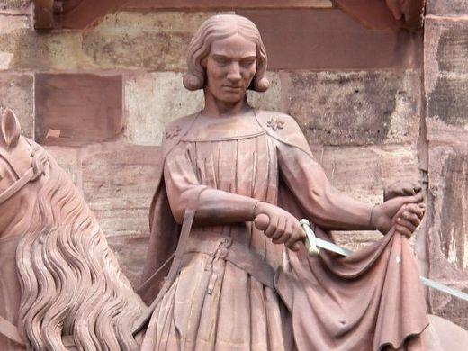 Der hl. Martin an der Fassade des Basler Münsters (Ende 13. Jh.). Im Zug der Reformation wurde der Bettler 1597 zu seinen Füßen entfernt – und der Heilige so zu einem gewöhnlichen Ritter degradiert. Foto: I. Casutt