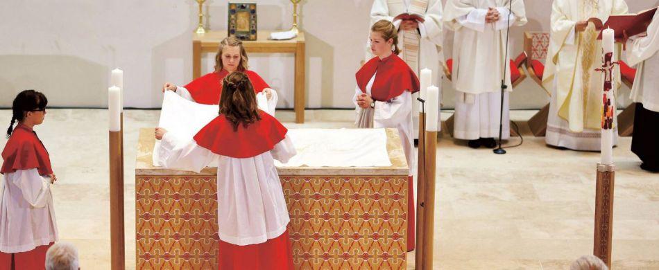 n den allermeisten Pfarreien gehören Mädchen, die den Altardienst verrichten, zum gewohnten und selbstverständlichen Bild. Jan Woitas / dpa